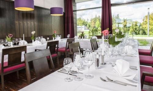 Anderer Blick vom Restaurantbereich im Tagungshotel
